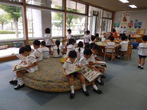 図書館見学 ① すみれ・ゆり組