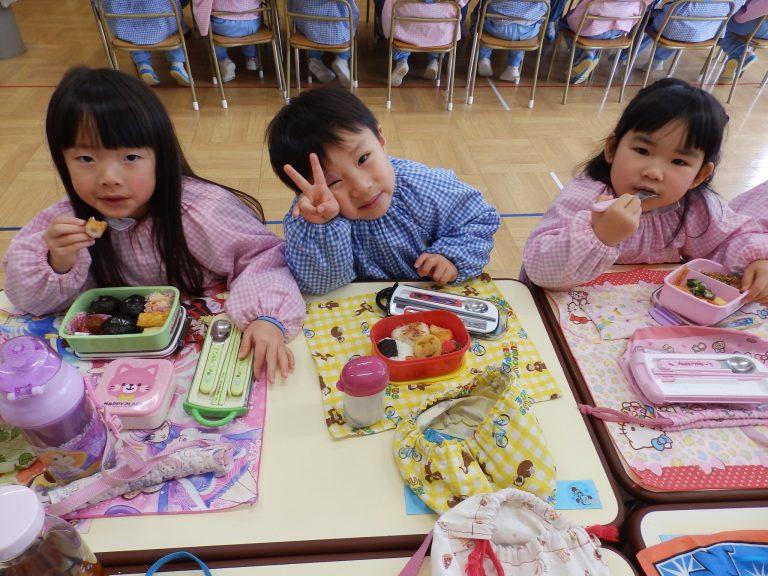 昼食の様子 ⑧ ばら組