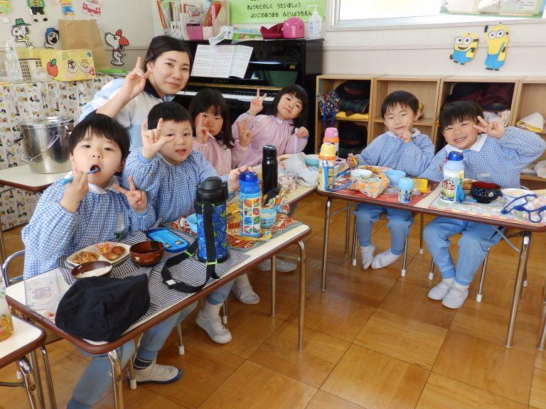 給食の様子 ⑤ ゆり組