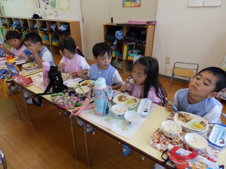 給食の様子 ⑫ まつ組